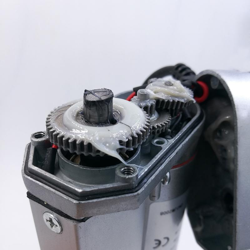 elektrický-piest-linear-acurator-12-24-volt-dc-150-n-servo-motor-závitový-pohon-piestnica